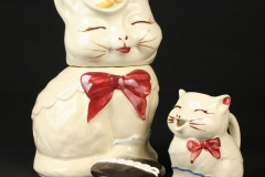 Shawnee Pottery cats with Hostess cupcake